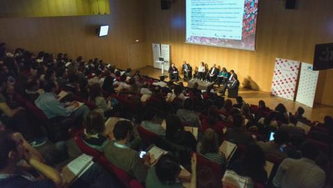 Més de 200 persones s'han reunit al CosmoCaixa en aquest B·Debate sobre resistència terapèutica al càncer.