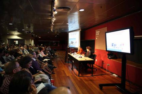 Jaume Bertranpetit and Montserrat Vendrell in the B·Debate and CCCB conference last 4 November - Photo: © CCCB.