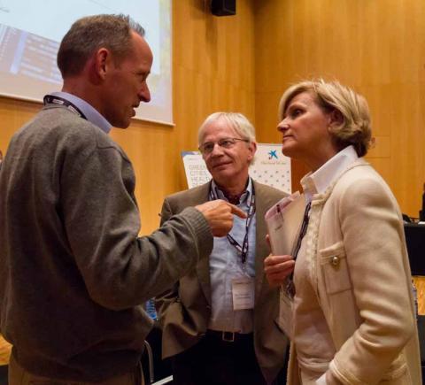 Mark Nieuwenhuijsen (CREAL), Roderick Lawrence (Universitat de Ginebra) i María Neira (OMS) - Foto: © Biocat, Jordi Cabanas.